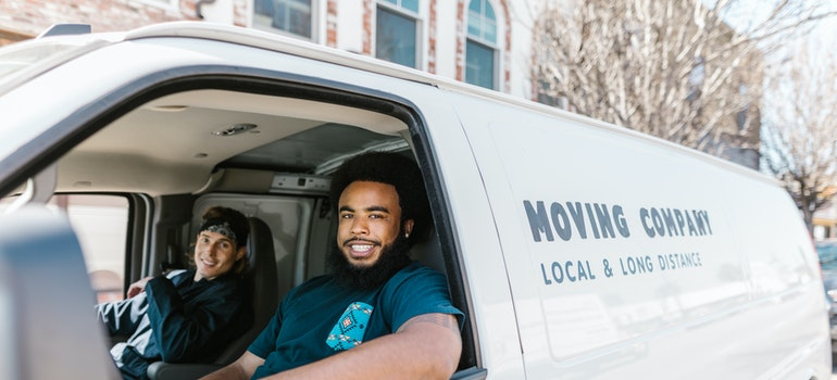 In order to get ready for interstate relocation in a month you will need a reliable moving company